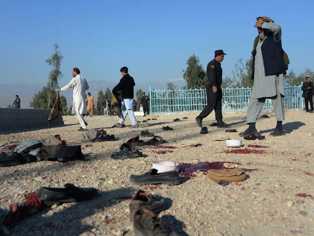 Atacante mata a 12 en funeral de funcionario en Afganistán