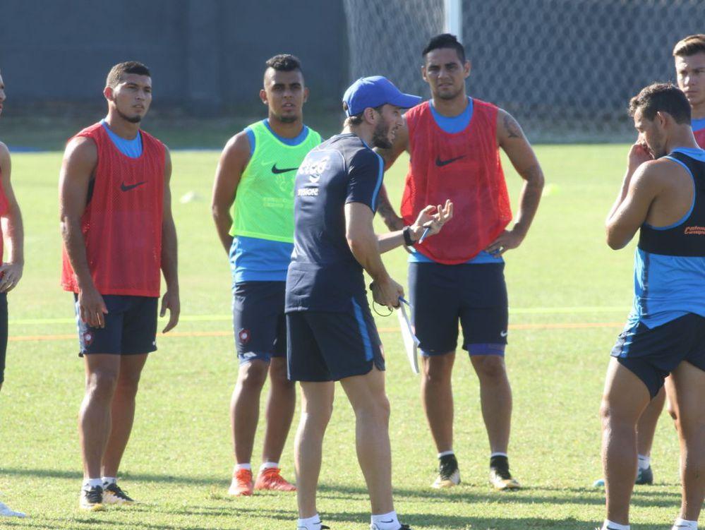 Leonel Álvarez no continúa en el Cerro Porteño de Paraguay
