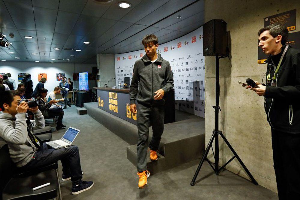 Novak Djokovic avanza a
