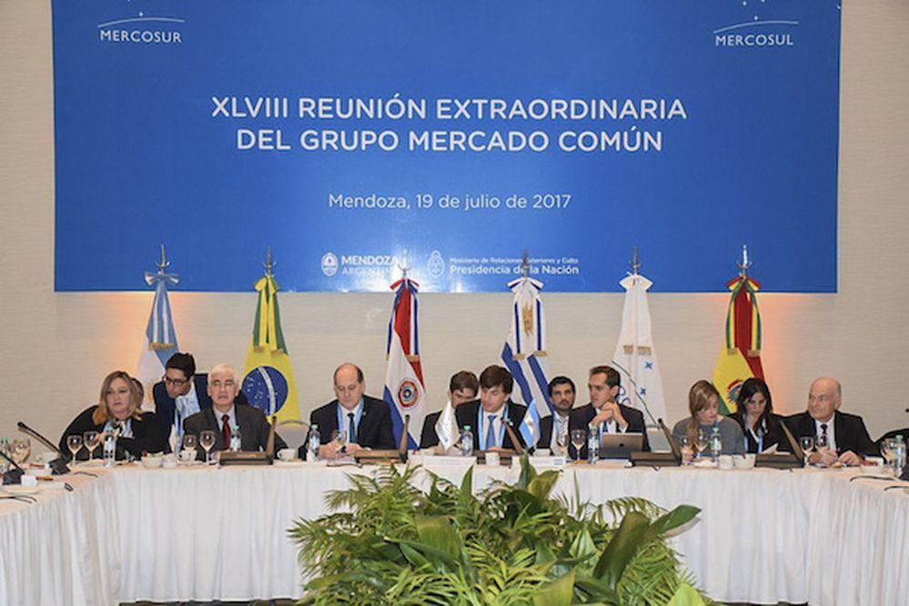 Cartes pide libre comercio y se solidariza con Venezuela — Mercosur
