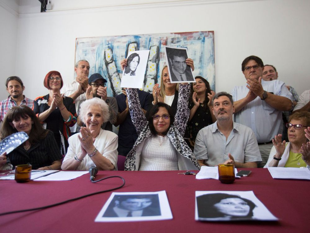'Abuelas' celebran hallazgo de nieta 127 robada en la dictadura argentina
