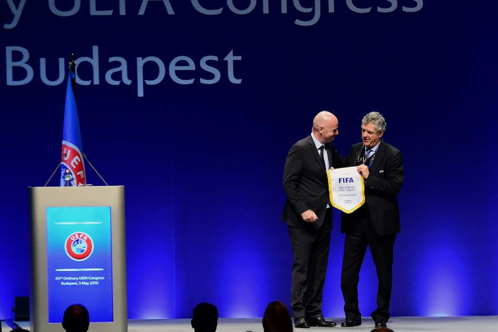 Ángel María Villar renuncia a cargos en FIFA y UEFA