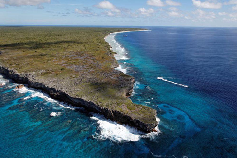 Investigan cómo una isla paradisíaca del Pacífico terminó cubierta de basura