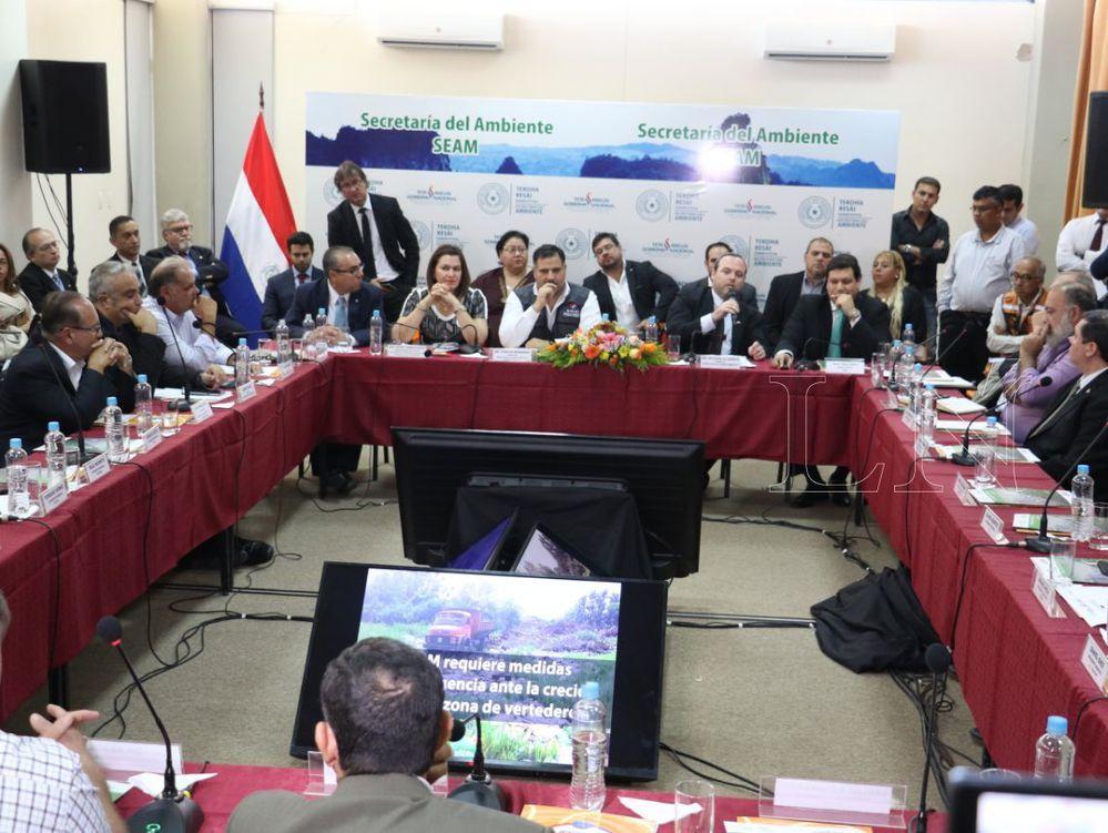 Perú declara emergencia sanitaria por dengue en fronta con Ecuador