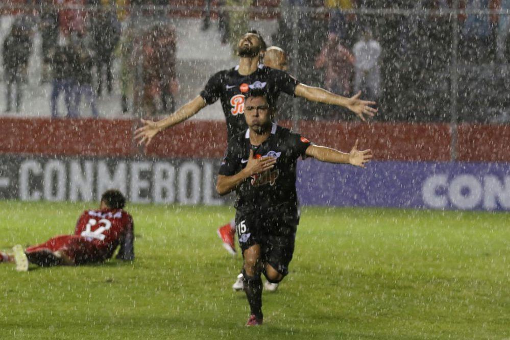 Libertad venció al Mineiro en el grupo del Tomba